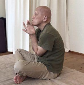 背中の呼吸のやり方1